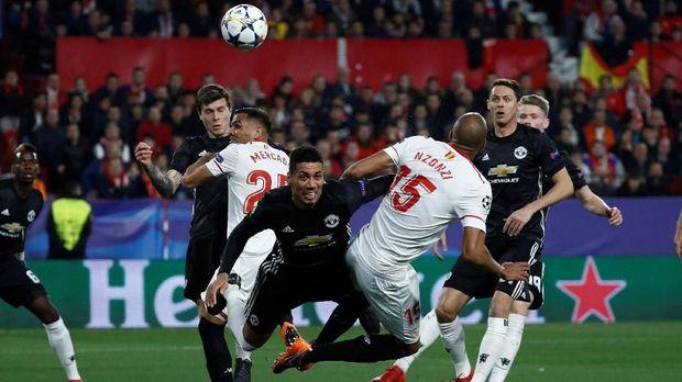 Sevilla dan Manchester United bermain imbang pada leg pertama perdelapan final Liga Champions.
