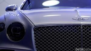 Perakitan 1 Mobil Bentley Butuh 133 Jam