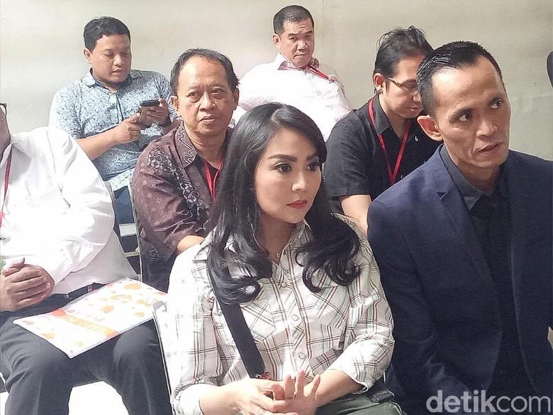 Sidang Hak Asuh Anak, Sandy Tumiwa dan Tessa Kaunang Tampak Canggung