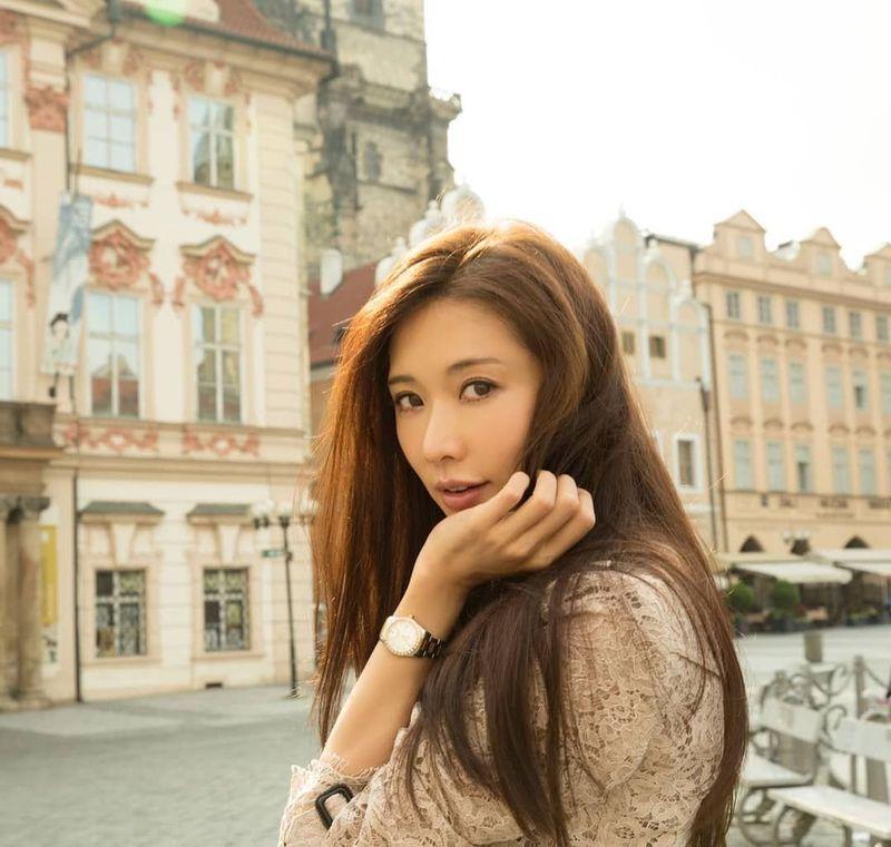 Lin Chi Ling berwajah cantik dan imut seperti masih berusia 20-an, tapi rupanya usianya telah menginjak 43 tahun (chiling.lin/Instagram)