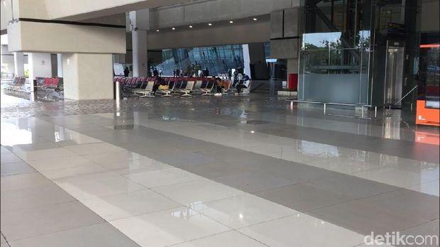Belum terlihat ada pengamanan khusus di sekitar terminal ini.