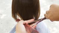 Viral Netizen Bagikan Tips Mudah Potong Rambut Anak Pakai Masker Medis