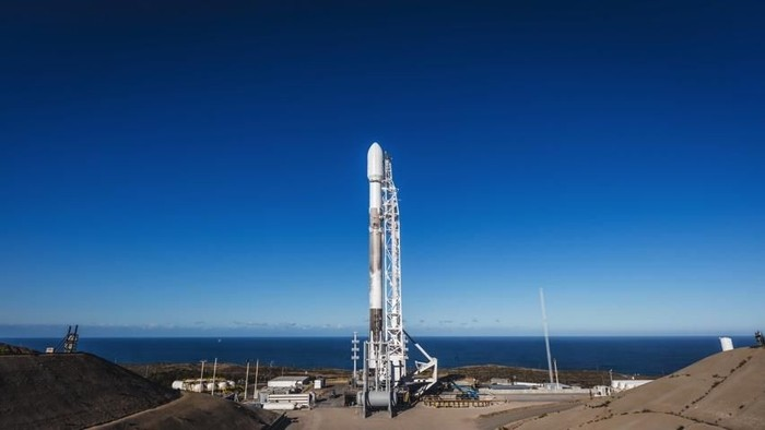 Roket Falcon 9 milik SpaceX. Foto: Internet