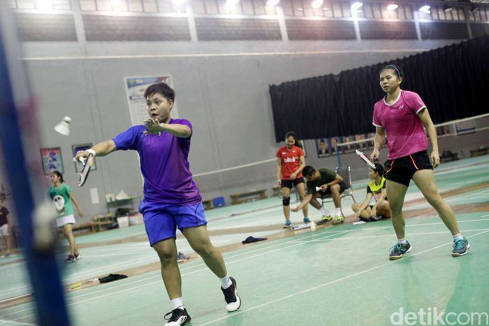 Greysia Polii/Apriyani Rahayu sedang berlatih di Pelatnas Cipayung, Jakarta, Jumat (23/2/2018).