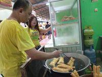 Gurih Manis Pedas, Si Cakwe Jumbo Khas Medan