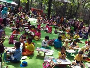 Seru! Anak-anak Ini Berlomba Bikin Kolase di KBS