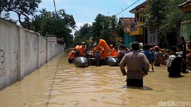 Pemukiman penduduk pun terendam banjir