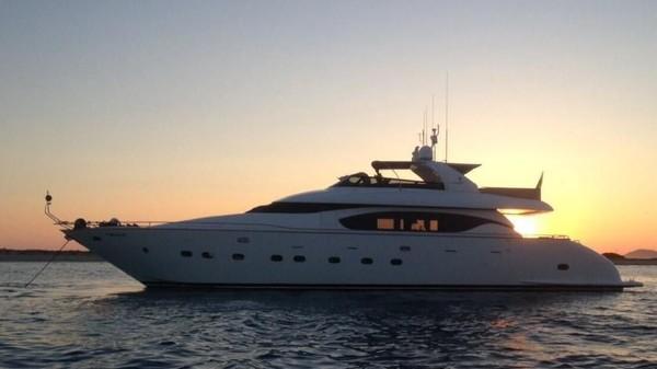 Bintang klub Barcelona, Lionel Messi juga punya yacht bernama Maiora Seven C dengan nilai mencapai 190 miliar rupiah. Yacht ini kerap dipakai Messi untuk liburan di Ibiza. Fantastis bukan main! (Yacht Charter Fleet)