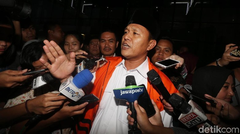 Berkas Lengkap, Bupati Lampung Tengah Nonaktif Segera Disidang