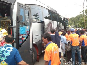 Jalur Kereta Lumpuh, PT KAI Cirebon Kerahkan Bus Angkut Penumpang