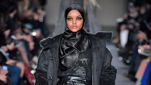 Model Berhijab Kembali Eksis di Milan Fashion Week 2018