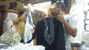 Mau Jumatan Pakai Baju Koko Black Panther? Di Tanah Abang Ada Lho