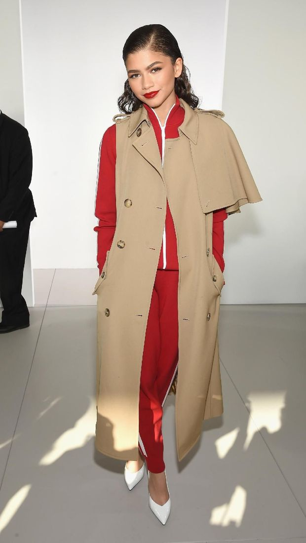 Gaya modis Zendaya di fashion show Michael Kors.