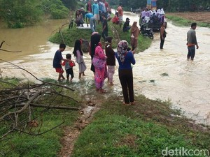 Waduk Sumurgunung Lamongan Meluap, Dua Desa Terendam Banjir