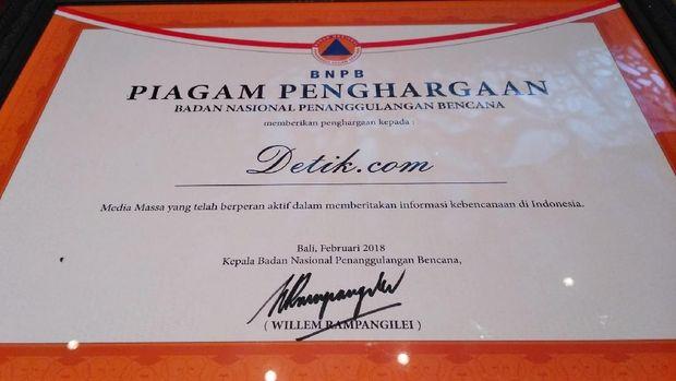 detikcom Terima Penghargaan dari BNPB