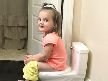 Lagi toilet training tetap harus senyum dong! (Foto: Instagram/kelskantz)