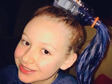 Di kepala gadis kecil ini juga seperti ada botol yang mengalirkan air. (Foto: Instagram @mnpicklety)