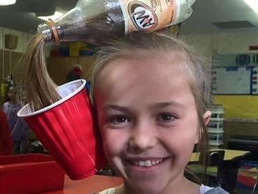 Wah dari rambut bisa tertuang soda ya? (Foto: Instagram @namastaymama)