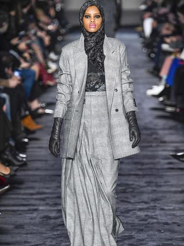 3 Model Muslim Ini Curi Perhatian di Milan Fashion Week 2018