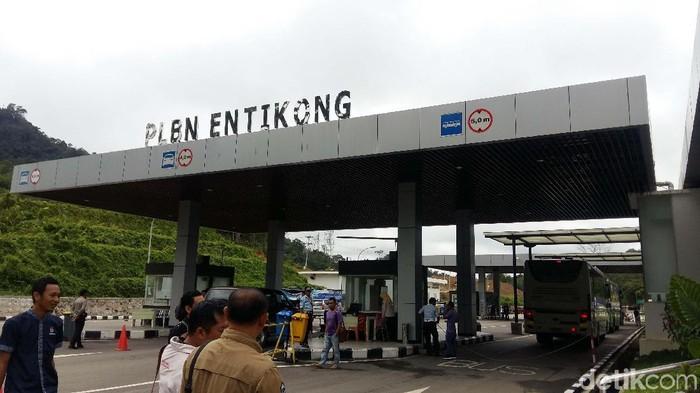 Pos Lintas Batas Negara (PLBN) Entikong berdekatan dengan Custom Immigration and Quarantine (CIQ) Tebedu, milik Malaysia. Yuk kita lihat keduanya.