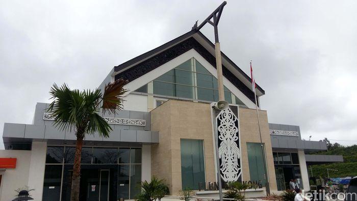 Pos Lintas Batas Negara (PLBN) Entikong mengalami signifikan sejak dipermak oleh Kementerian PUPR.