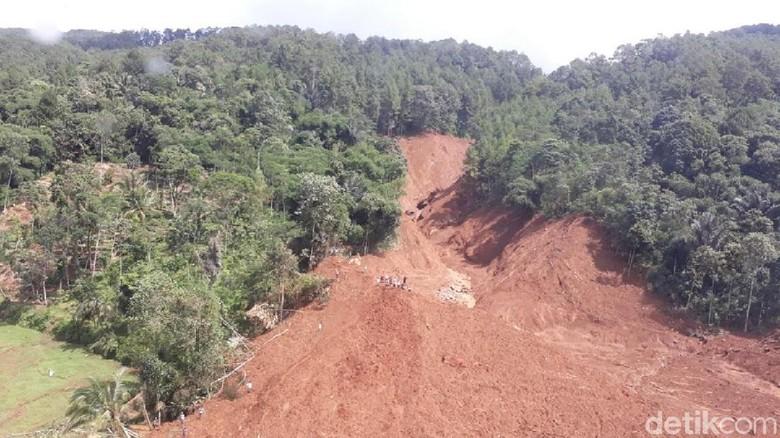 Foto Udara Bencana Longsor Brebes yang Tewaskan 9 Orang