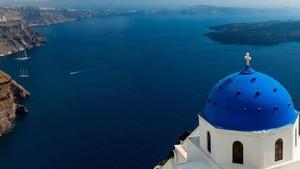Santorini, Pulau Fantasi Khas Yunani yang Sembunyikan Rahasia Kelam