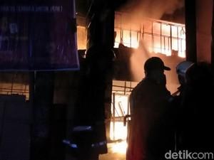 Kebakaran di Pasar Banjarsari Kota Pekalongan Meluas