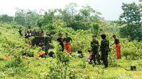 Aksi Prajurit TNI dan Pramugari Kepresidenan Survival Santap Cobra