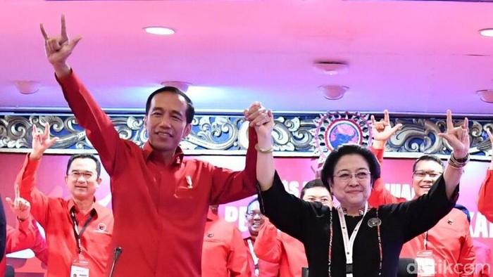 Ketua Umum PDIP Megawati Soekarnoputri umumkan Jokowi sebagai capres yang diusung partainya di Pilpres 2019.