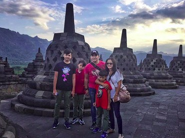 Family time di Cadi Borobudur. Happy!  (Foto: Instagram/ @amaranggana)