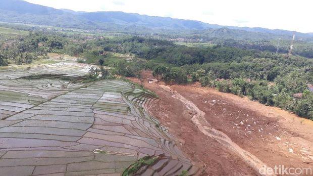 Ini Foto-foto Lokasi Longsor di Brebes dari Udara