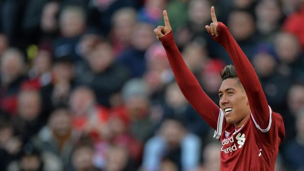Roberto Firmino mencetak gol ketiga Liverpool ke gawang West Ham.