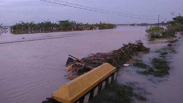 Banjir, Kereta Api yang Melintas Cirebon Masih Dialihkan ke Selatan