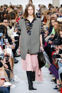 Cuma Tas Plastik, Item Fashion Ini Dijual Rp 10 Jutaan
