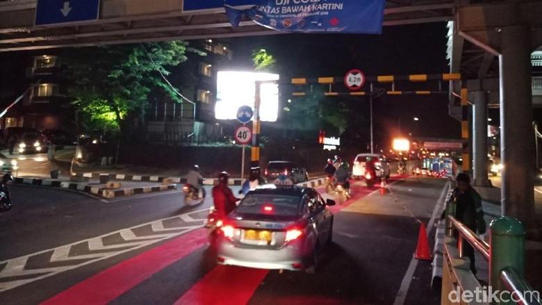 Melihat Cantiknya Underpass Kartini di Malam Hari
