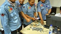 Petugas menghitung duit Amin. Foto: dok. Dinsos DKI Jakarta