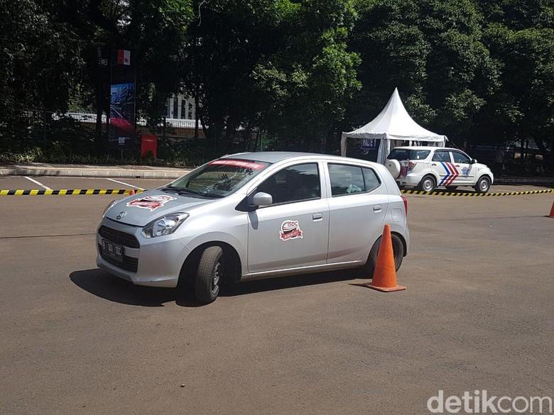Ratusan Sopir Taksi Online dan Konvensional Dilatih Berkendara Aman. Foto: Rangga Rahadiansyah