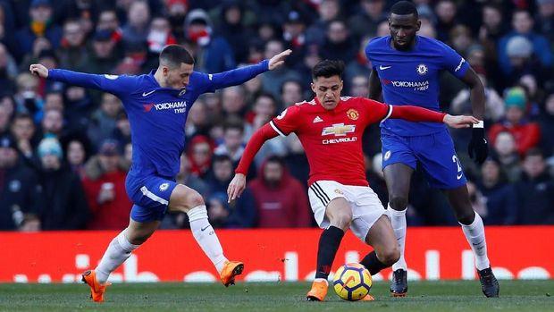 Eden Hazard terlihat kesal ketika diganti Antonio Conte saat Chelsea dikalahkan Manchester United.