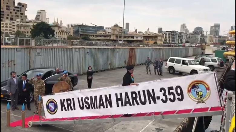 Tiba di Lebanon, Menlu Retno Kunjungi KRI Usman Harun
