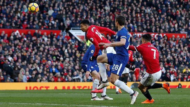 Manchester United kembali huni posisi kedua usai kalahkan Chelsea.