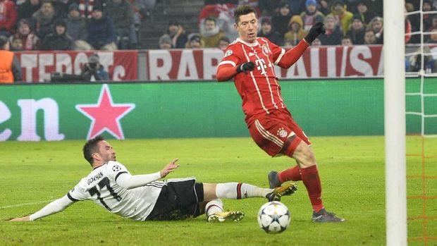 Robert Lewandowski sempat membuka peluang gol untuk Munchen di awal babak pertama.