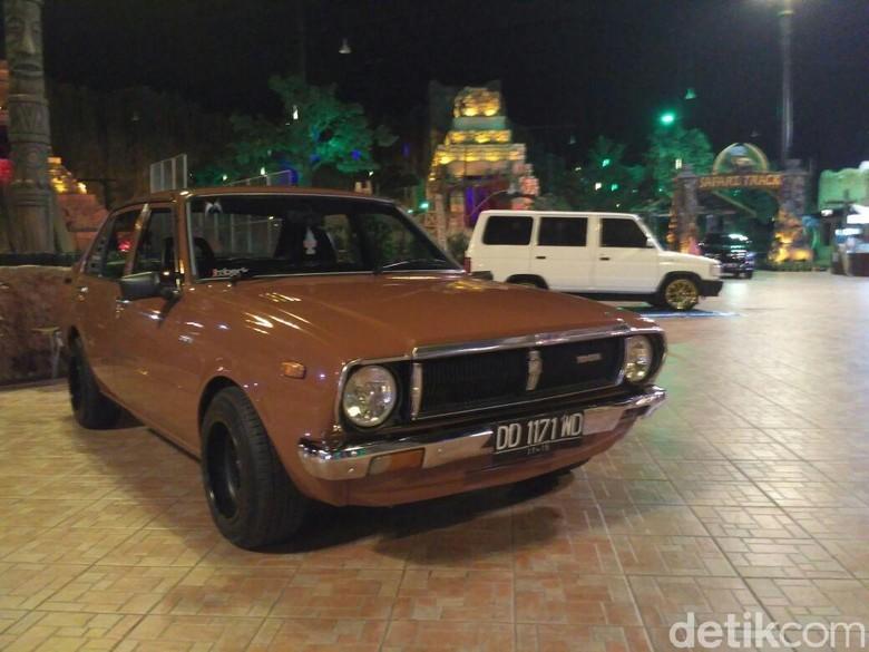 Mobil Tua Dipamerkan di Makassar. Foto: Ibnu Munsir