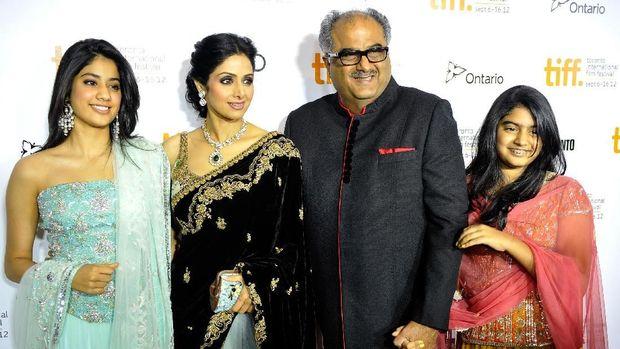 Jhanvi Kapoor, Sridevi Kapoor, Boney Kapoor and Khushi Kapoor