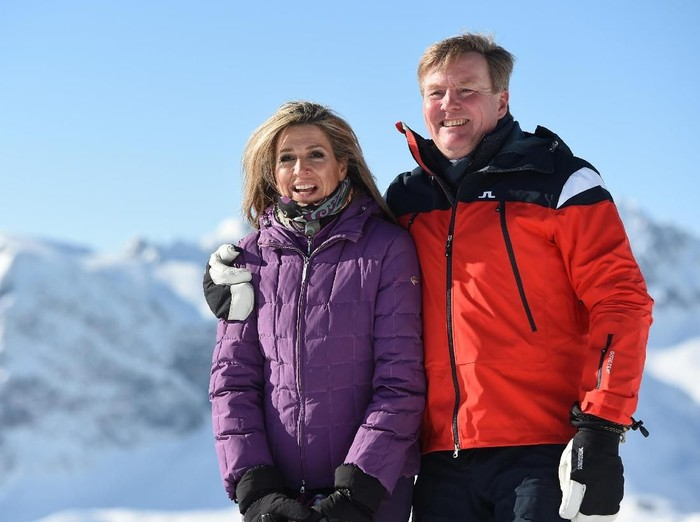 King Willem-Alexander and Queen Maxima of the Netherlands pose during a photocall in the alpine ski resort of Lech am Arlberg, Austria, February 26, 2018. REUTERS/Andreas Gebert