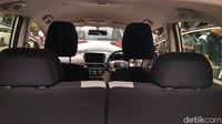 Penumpang dan pengemudi juga bisa menikmati perjalanan dengan mobil listrik ini.