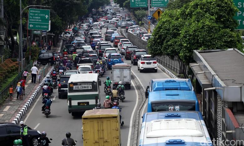 Ilustrasi kemacetan di Jakarta. Foto: Lamhot Aritonang