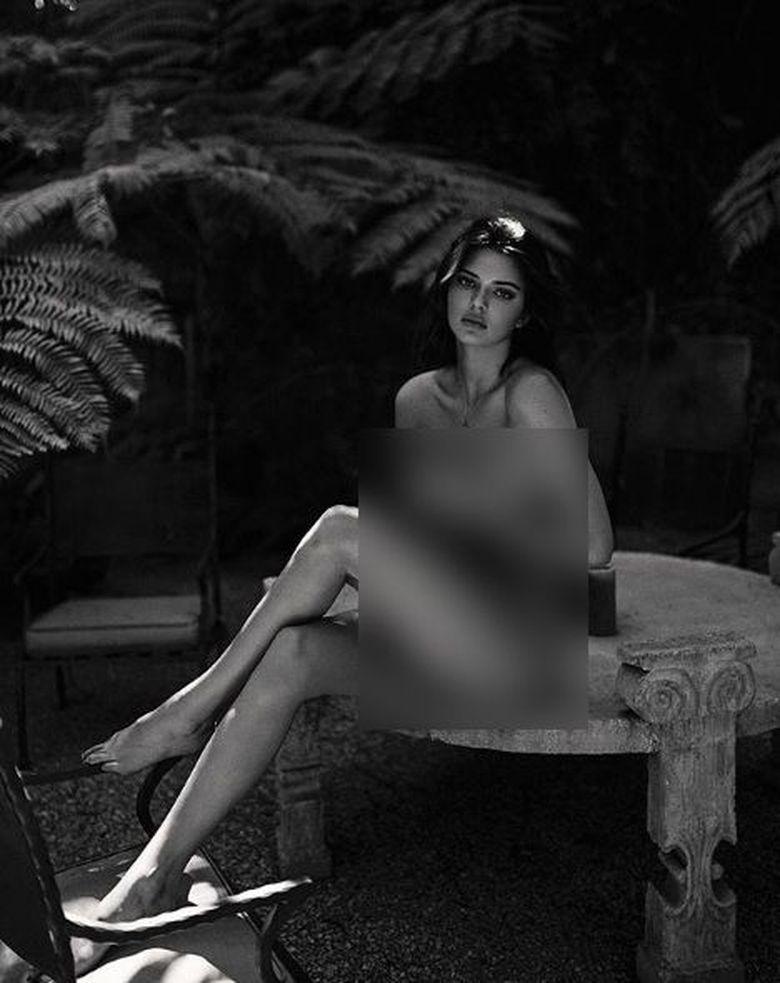 Kendal Jenner mengunggah fotonya tanpa busana yang diabadikan oleh fotografer Sash Samsonova. (Dok. Instagram/kendalljenner)