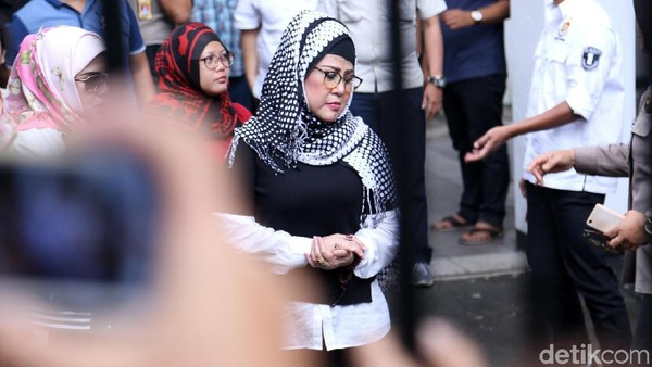 Gugat Elvy Sukaesih Rp 2,5 M, Mega Makcik Ogah Damai