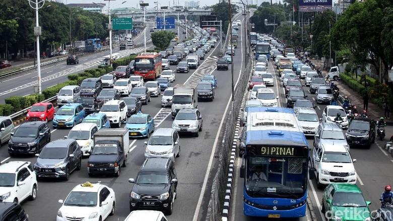 Transportasi Umum Baik, Tak Jamin Orang Beralih dari Mobil Pribadi Foto: Lamhot Aritonang